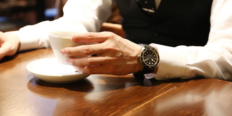 婚約指輪のお返しはコレ!男性が絶対喜ぶ腕時計11選【2021年最新版】